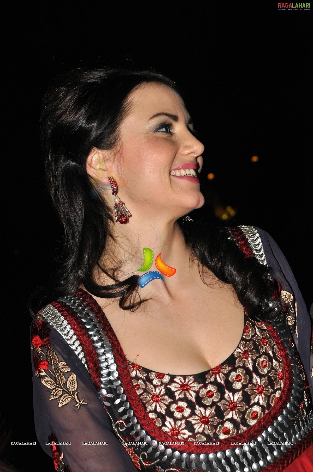Yana Gupta Nude Photos 49