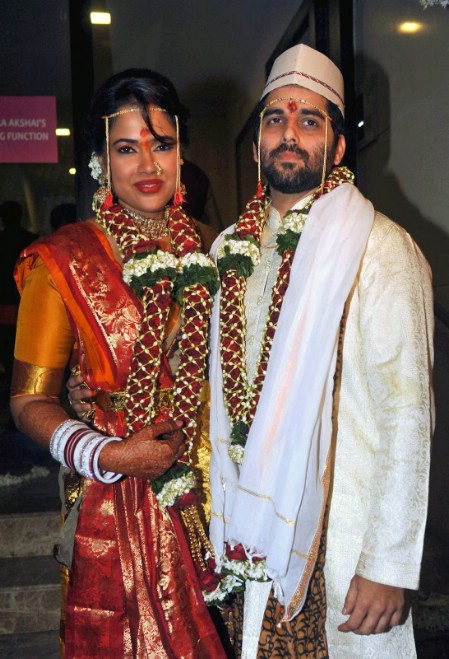 Sameera Reddy Married Her Long Time Boy Friend Akshai Varde After Dating Him For Two And Half Years A Motorcycle Entrepreneur Is The Founder