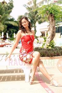 Kaveri Jha Photo Gallery/Wallpapers From Naa Girlfriend Baaga Rich